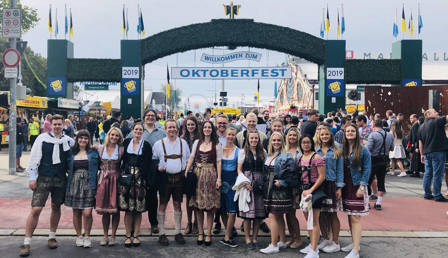 Oktoberfest_Team_2019.jpg